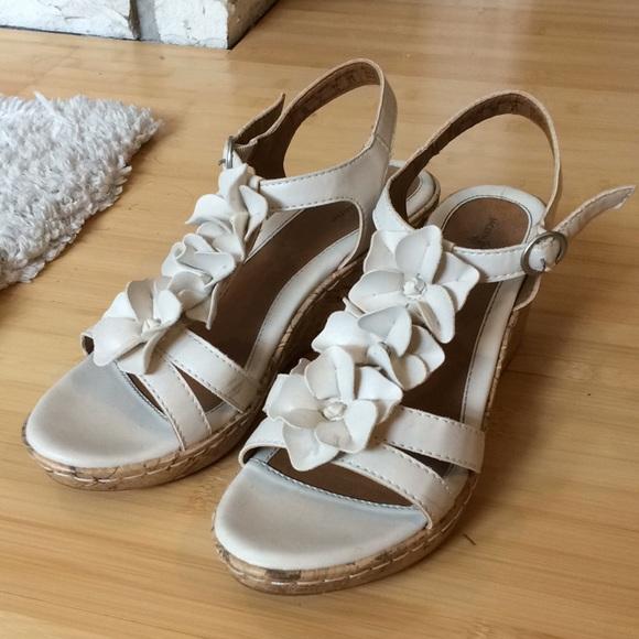 Jaclyn smith shoes white flower wedges by poshmark m5aaec8ff1dffda28d467298e mightylinksfo